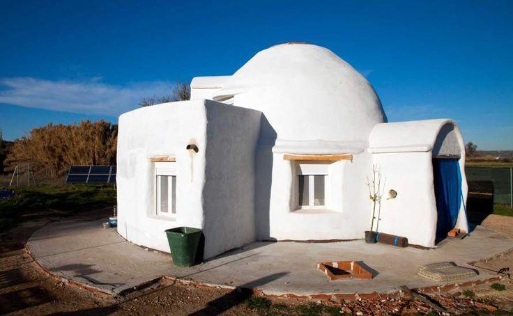 Casas de paja de superadobe o hechas con contenedores mar timos reciclados la bioconstrucci n - Como hacer una casa con contenedores maritimos ...