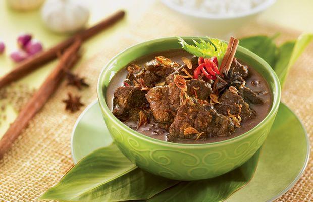 Makanan tradisional Indonesia yang cocok untuk disajikan pada saat Lebaran Haji, Semur Daging Kambing ini citarasanya lezat menggugah selera. Bumbu-bumbunya yang meresap membuat daging kambing terasa segar dan tidak berbau kambing sama sekali, lho! Semua pasti akan nambah lagi dan lagi! Resep Semur Daging Kambing ini mudah dibuat, rasanya mantap dan tidak hanya pas untuk hidangan sajian Lebaran Haji Idul Adha, tapi juga mantap buat bersantap di akhir pekan.