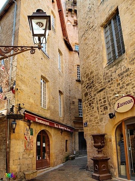 Sarlat la Canéda et ses murs de pierre blonde. Dordogne en Périgord. Aquitaine