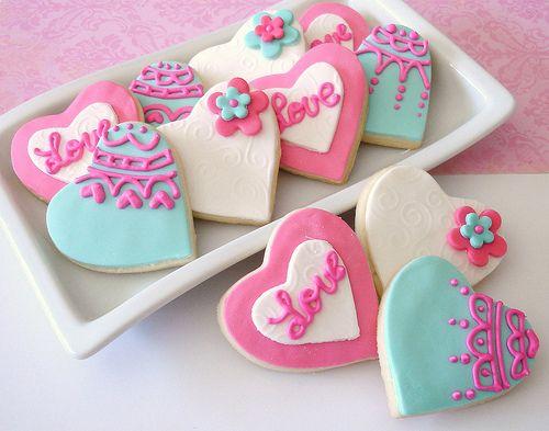 Si te gustan las recetas de postres, sigue estos sencillos pasos para preparar unas deliciosas galletas decoradas que podrás compartir con familia y amigos.
