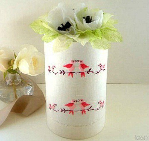 Outstanding oatmeal box craft ideas. Crafts, using oatmeal boxes, for kids and teenagers. Ideas for what to do with empty oatmeal containers. Oatmeal canister crafts to make toys, gift boxes, barn,
