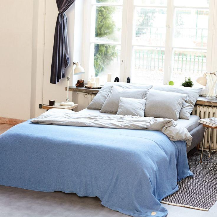 Narzuty i poduszki Nocne Dobra wykonane są z polskich dzianin najlepszej jakości tak, aby były przyjemne w dotyku, miękkie,   delikatne i oddychające. Wygodne jak Twój ulubiony tshirt.  Narzuta idealnie sprawdzi się jako nakrycie łóżka jak i przykrycie w cieplejsze noce.
