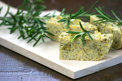 Polenta taragna con formaggio Puzzone di Moena DOP - FoodInItaly