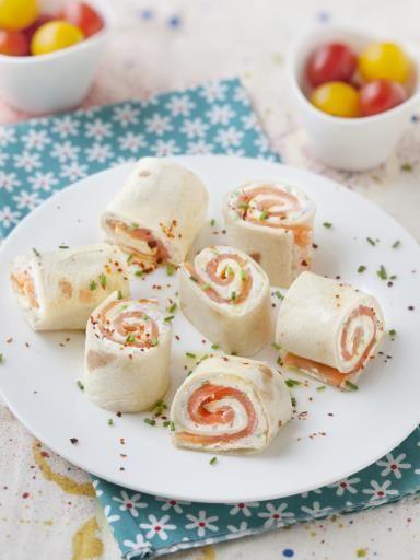 Tortilla froides au saumon (wraps) : Recette de Tortilla froides au saumon (wraps) - Marmiton