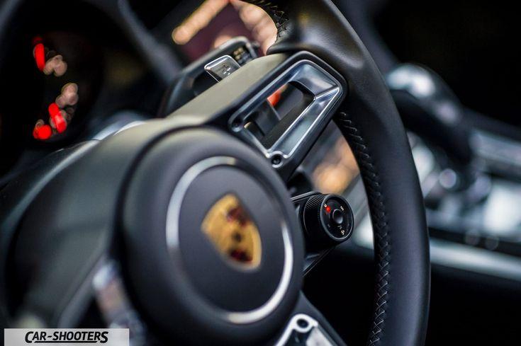 Porsche 911 Targa 4S dettaglio volante