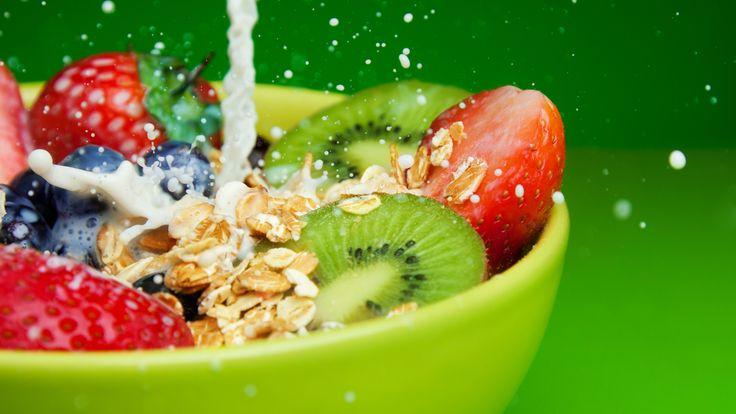 Kunnen je darmen blij zijn? Jazeker. Moet je ze wel trakteren op voldoende vezels. Met deze muesli is dat een makkie; geen suiker, geen zout. Wel: 3 keer zoveel vezels en gezonde voedingstoffen. Omdat dit ontbijt je een extra vol gevoel geeft, wordt het verlangen naar snoep vanzelf minder. En dan zijn niet alleen je