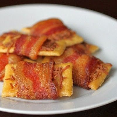 Bacon Parmesean Crackers.  ***Repinning from my Appetizer Board - I love these crackers!