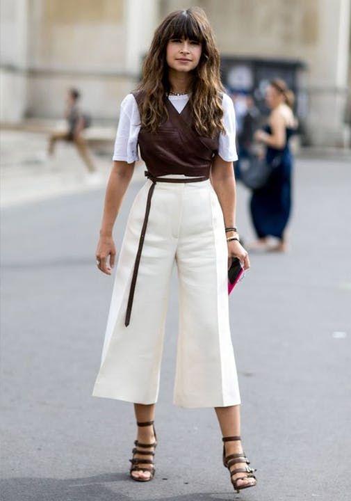 f680489808ee2 Look para trabalhar com calça pantalona de cintura alta, sobreposição de  blusas e sandália   Tendências   Pinterest   Moda, Estilo e Looks
