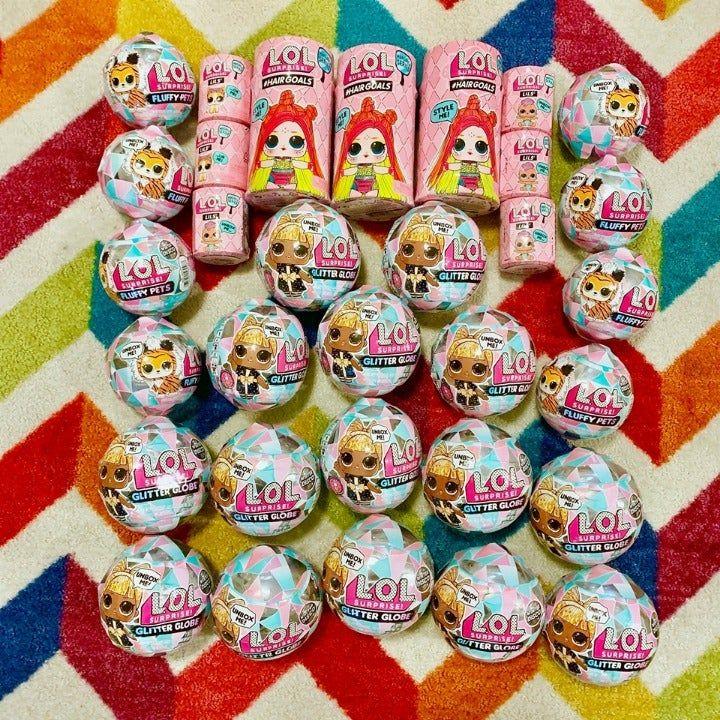 Pin By Jadweik On Lol Dolls In 2020 Glitter Globes Dolls Fluffy Animals
