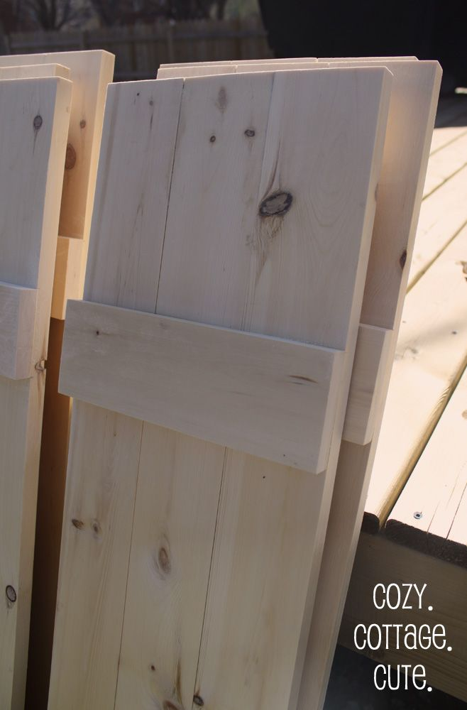 Tutorial on how to make shutters.  Do not follow directions for hinge installation   Cozy.Cottage.Cute. : How To Make Board and Batten Shutters