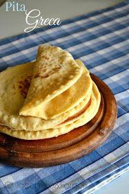 Ecco la ricetta base del famoso pane Pita , un pane lievitato rotondo e schiacciato tipico nel Medio Oriente e nei paesi de Mediterrane...