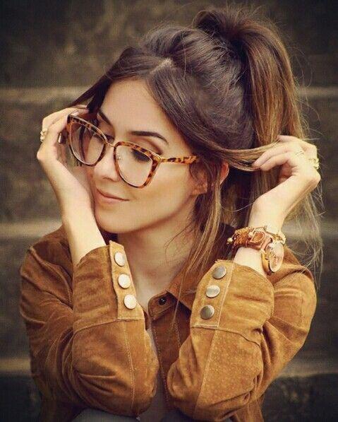 e84cbf600 Pin de Roberta Platt   Design em Fotos   Brille, Mädchen mit Brille e  Sonnenbrille