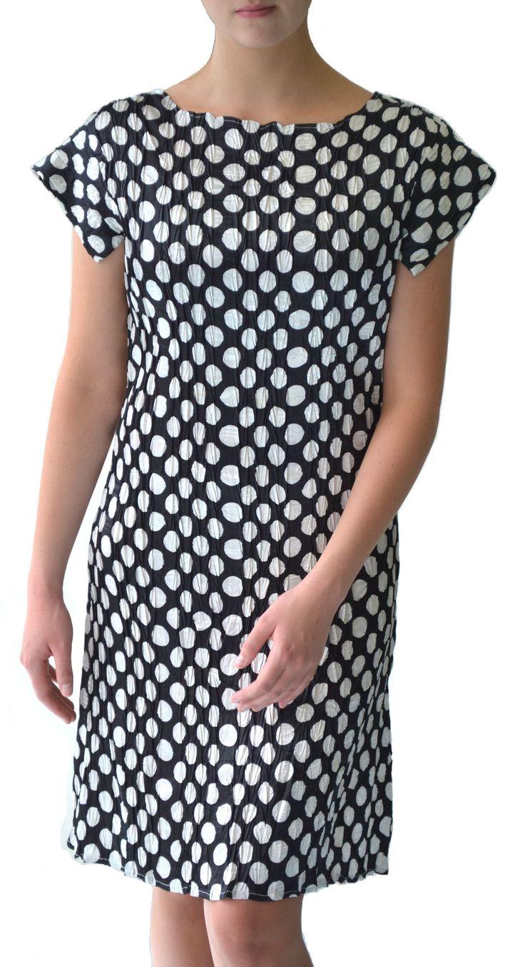 Black & white spot shift dress #Marden #pleat #dress #fashion #spot #b/w