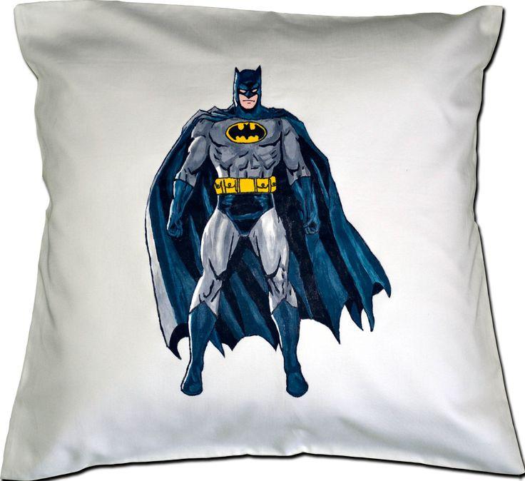 Bardzo znana postać na poduszce - Batman malowany specjalnymi farbami do tkanin