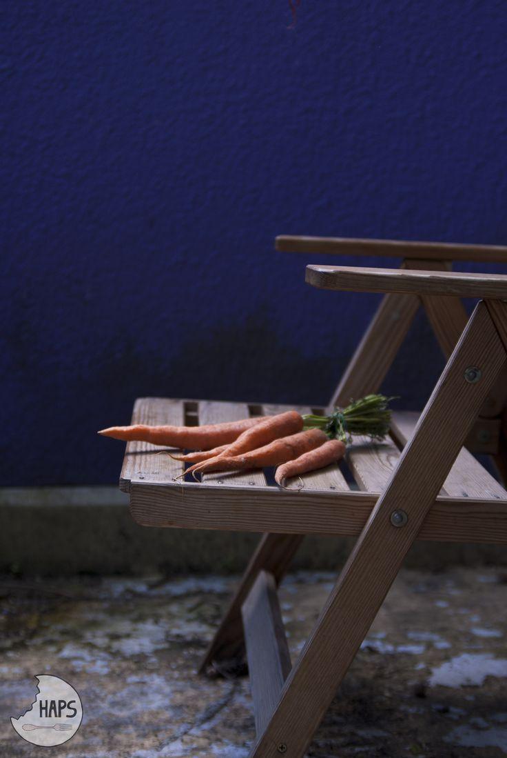 Thinking about dinner. Carrots. / Myśląc o obiedzie. Marchewki.