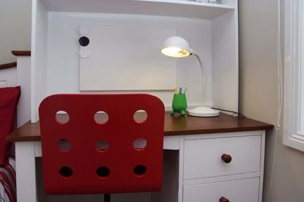 Neat and simple with a pop of red #boysbedroom  | kidsindesignedspaces.com.au