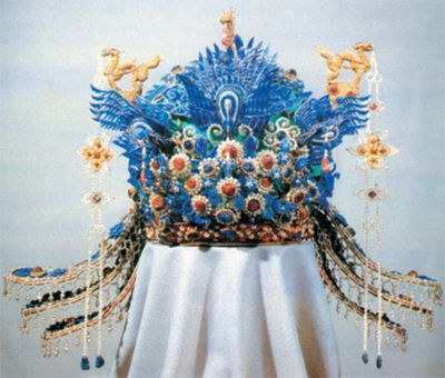One of Wanli's two empresses, Xiaoduan, was buried with a kingfisher crown that boasted 6 phoenixes, 6 dragons, 128 rubies and sapphires, and 5,449 pearls.