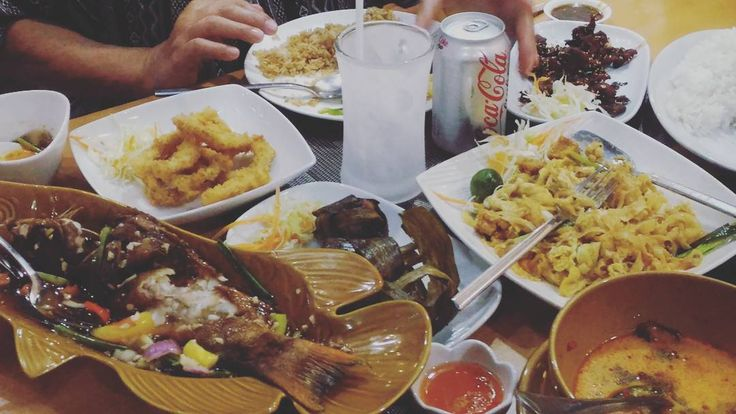 Krua Thai Dinner for Mother's Day #mothersday #thaicuisine #padthai #kruathai #food http://w3food.com/ipost/1514576345966581677/?code=BUE2yl-jBet