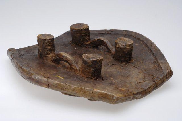 Stool bronze age T5898 © 2017 NTNU Vitenskapsmuseet / CC BY-SA 4.0