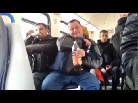 Пьяный мужичёк бухает в электричке!!! Пятница! - YouTube