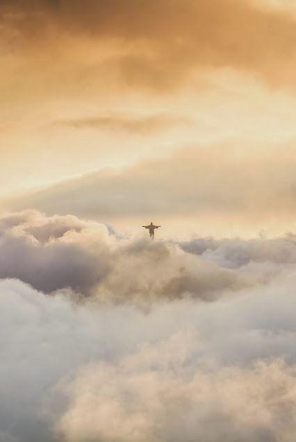 El Cristo Redentor o Cristo de Corcovado es una las Nuevas Siete Maravillas del Mundo Moderno y se ubica en Río de Janeiro, Brasil. En concreto en la cima del monte Corcovado. Este monte tiene 710 metros de altura y en su cúspide la hermosa estatua de 30 metros de alto.