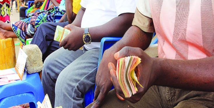 Preço do dólar nas ruas de Luanda volta a subir para 570 kwanzas na última semana https://angorussia.com/economia/negocios/preco-do-dolar-nas-ruas-luanda-volta-subir-570-kwanzas-na-ultima-semana/