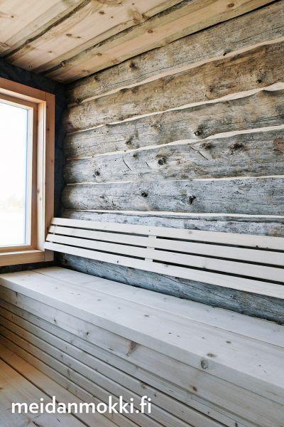 Kohde 8, Joutsenlampi. Rantasaunan sisustusideat ovat talon isännän. Uniikin tunnelman aineksina ovat tuppeensahatut laudat, Pudasjärveltä t...