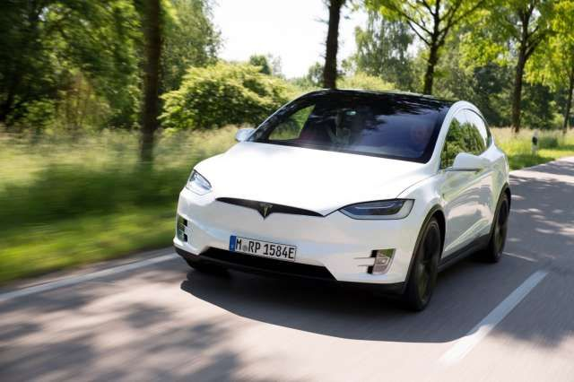 Tesla Model X: Erste Fahrt: Strom-Spiele