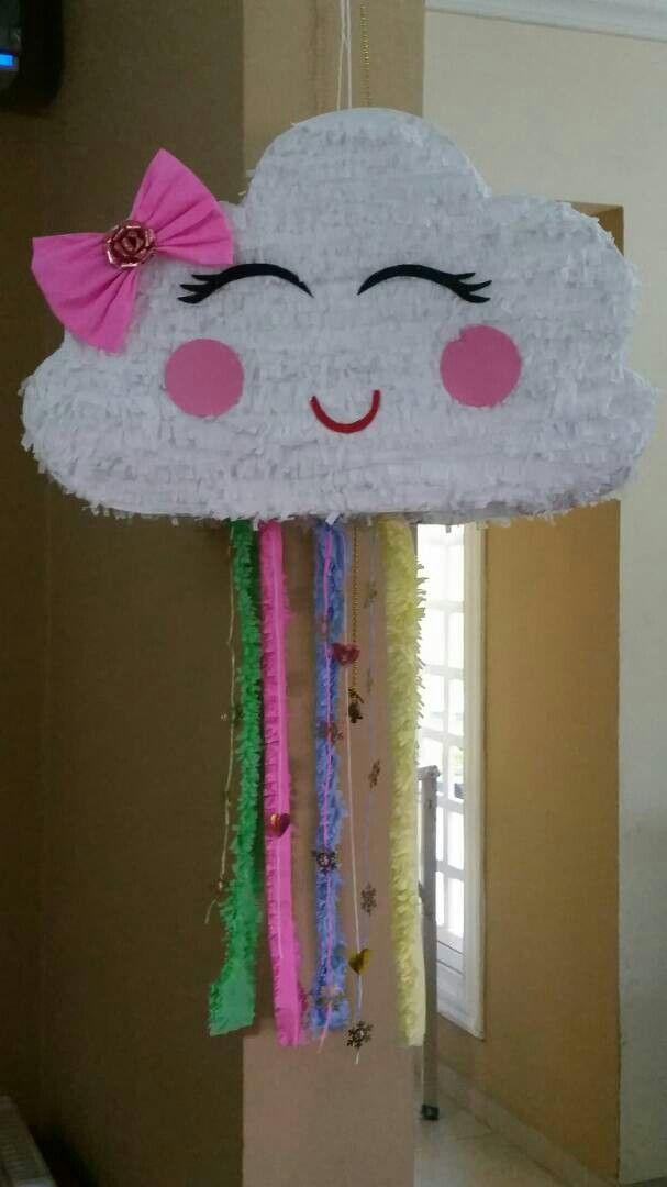 piñata de nube ,elaborada con cartón y papel krepe
