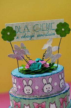 """Brzegi tortu wykonane z papieru """"W Pałacowym ogrodzie"""""""