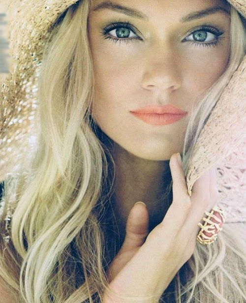 pretty beachy makeup: Peaches Lips, Lips Color, Natural Makeup, Make Up, Coral Lips, Summer Looks, Summer Makeup, Beautiful, Summermakeup