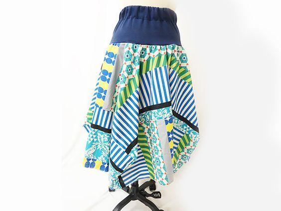 作り方のルールさえわかれば手元にある生地の幅から計算して作れるようになっているので型紙いらずでできるスカートです。しかも直線縫いだけでできるんですよ。