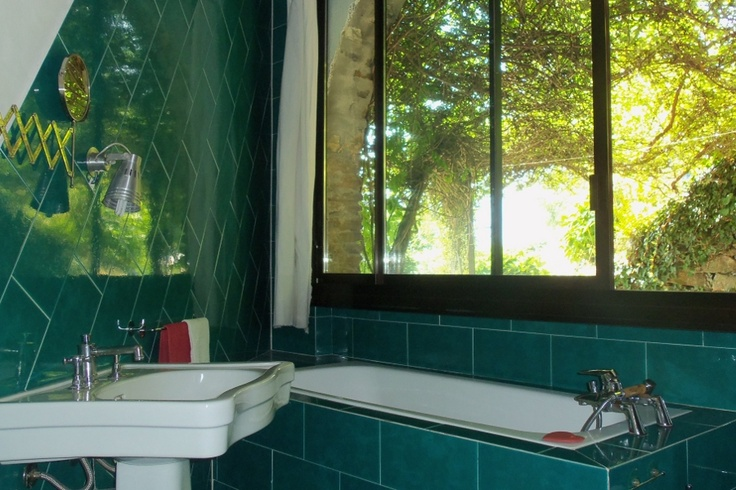 Lake Como Accommodation Panorama Apartment.     Green is the color, inside and outside