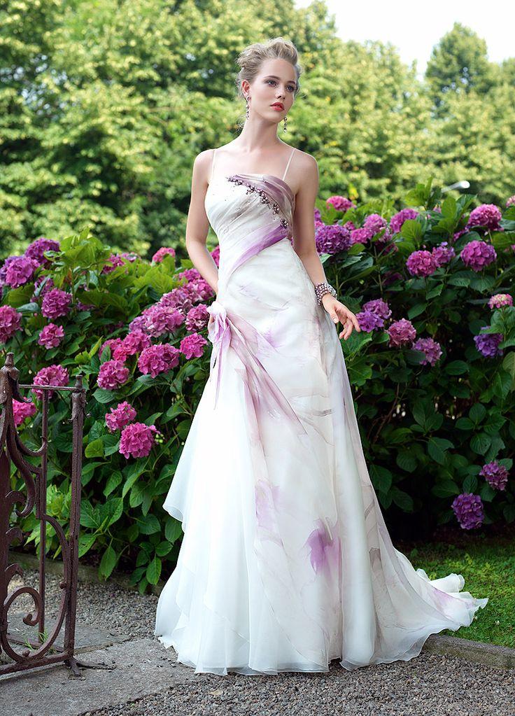 Il nostro Atelier della sposa propone abiti da sposa economici e di qualità, sempre disponibili i nostri cataloghi su tutte le marche che trovate sul sito.  Le nostre professioniste ti aiuteranno a scegliere l'abito che hai sempre sognato, seguici anche sul nostro blog.