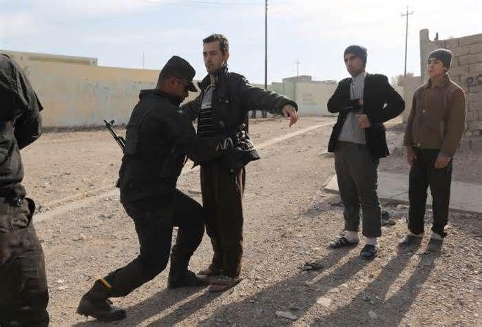 Iraqi special forces screen Mosul men in hunt for suicide bombers #iraqi #special #forces #screen #mosul #suicide #bombers