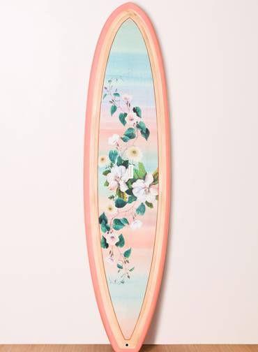 Com a onda do stand up paddle nesse verão, nada como uma prancha nova e feminina da Farm. Stand-up (www.farmrio.com.br), R$ 4209,00 Foto: Di...