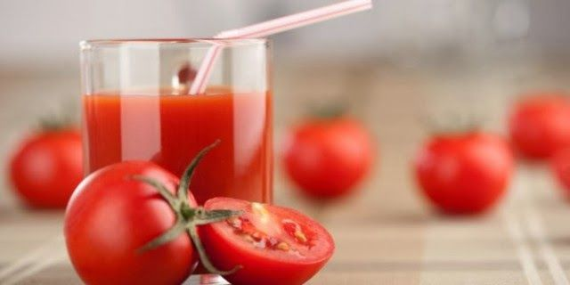 Manfaat dan Khasiat Tomat - Minum jus tomat secara teratur dapat menurunkan resiko kanker payudara, demikian hasil penelitian dari Rutgers University, New Jersey, AS. Mengapa? Sebab ternyata di dalam tomat, terkandung hormon penangkal kanker payudara dalam jumlah besar.