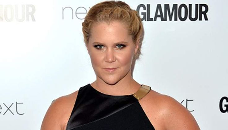 Amy Schumer Delivers Offbeat Acceptance Speech at Glamour Awards