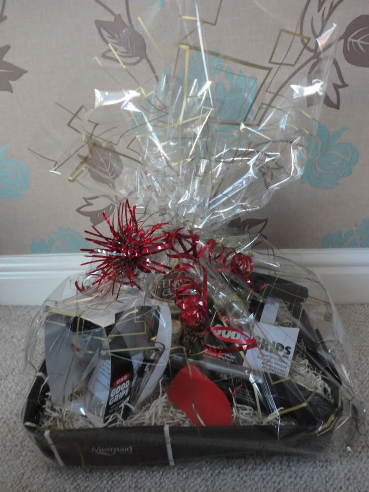 How to | Wrap a GIFT basket in cellophane