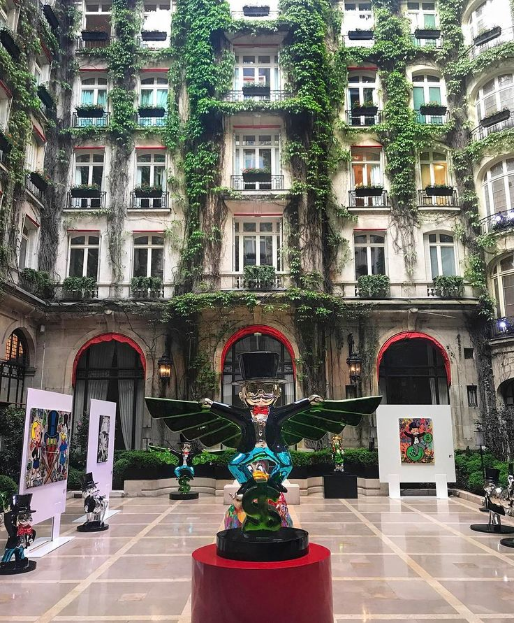 Very last moments to enjoy @alecmonopoly art exhibition in La Cour Jardin @edenfineart #DCmoments