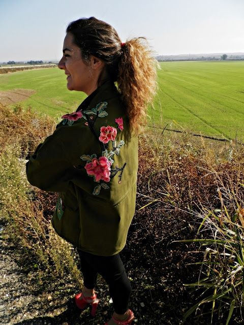 Chaqueta floreada - Temporada: Otoño-Invierno - Tags: #muchasflores  - Descripción: Buenos días mis alajitas. Hace tiempo vi esta chaqueta en instagram y me enamoré pero me parecía cara así que esperé. Y aquí está.