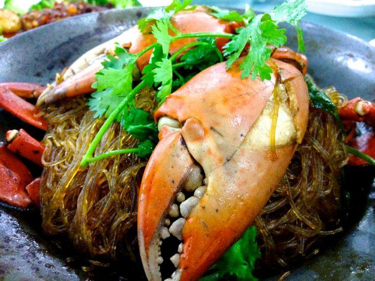 世界でもトップクラスの観光都市バンコク。バンコクに行ったら、外せないのは美味しいタイ料理でしょう。      でも、どのお店が良いのか迷いませんか?見渡す限り飲食店が、星の数ほどあるように感じますね。そんな時は、こちらのページで紹介する17選を参考になさってください。本場の味を堪能できるおすすめのタイ料理レストランをまとめてみました。きっとお気に入りが見つかるはず!!...