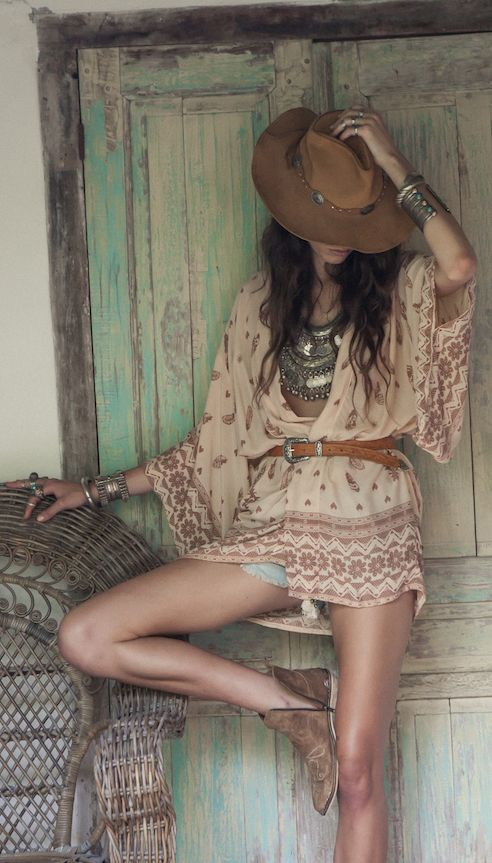 Modern hippie suede boots and cowboy hat, boho chic gypsy print tunic top and chunky jewelry layered necklaces. For the BEST Bohemian fashion trends of 2015 FOLLOW https://www.pinterest.com/happygolicky/the-best-boho-chic-fashion-bohemian-jewelry-gypsy-/ now!