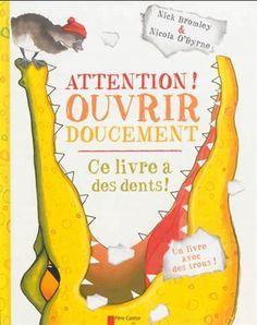 Alors que l'histoire Le vilain petit canard bat son plein, elle est brusquement interrompue par un crocodile qui ne fait que des bêtises : il est affamé et commence à manger le livre !