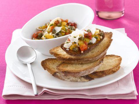 bruschette-con-salsa-di-peperoni-e-ricotta