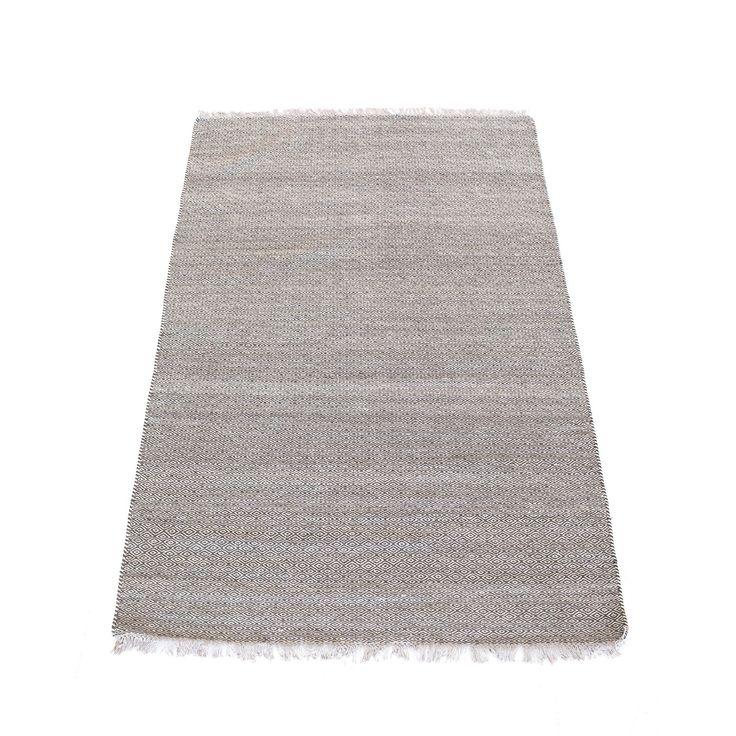 Kyla teppe fra Linie Design. Ett stilfullt teppe med fint mønster i gråe nyanser. Te...