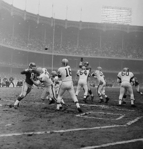 Yankee Stadium,12/17/61, Cleveland Browns & NY Giants battle to 7-7 tie in season finale