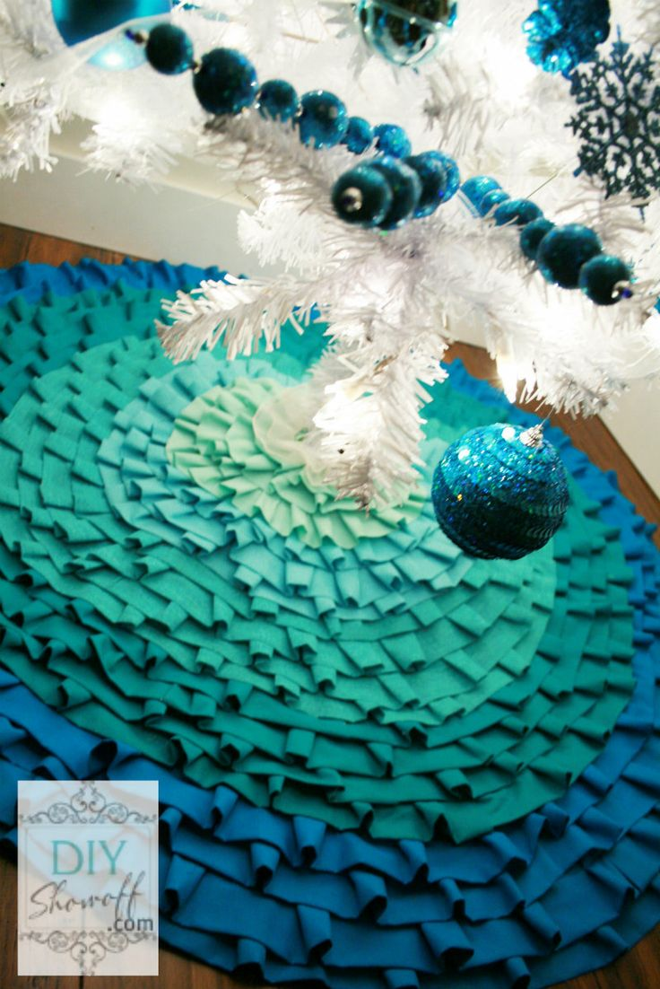 DIY No Sew Ombre Ruffled Tree Skirt #christmastree #treeskirt #ombre #ruffles