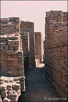 Mohenjo-daro: An Ancient Indus Valley Civilization Metropolis