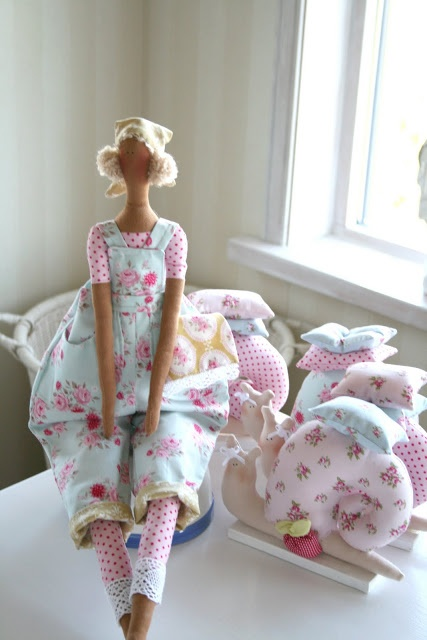 Prinsesse Elin. Would love to have the pattern for the snails.